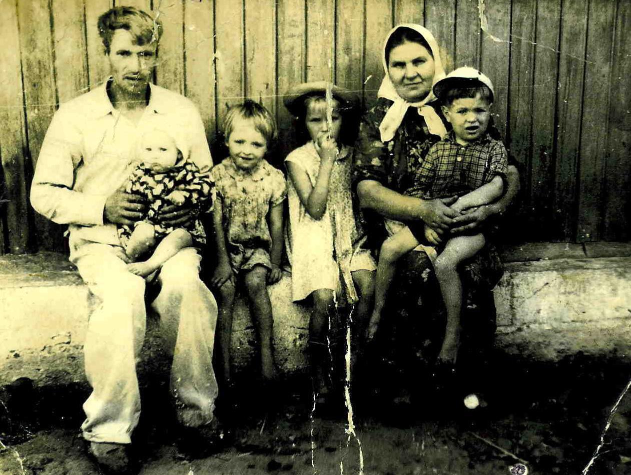 Дед начал приставать к жене сына фото 553-659